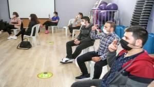 Din görevlisi Polat işaret diliyle engelleri kaldıracak