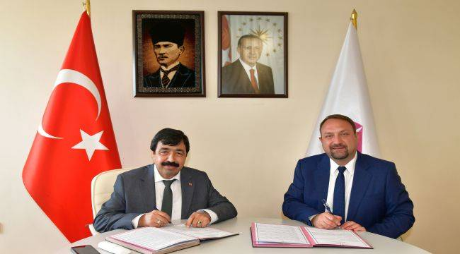 İKÇÜ ile Çiğli Belediyesi Protokol İmzaladı